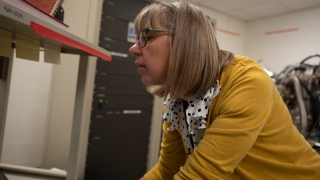 UVA Engineering researcher Catherine Dukes analyzes data during the calibration of the university's XPS
