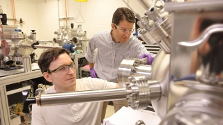 Jon Ihlefeld with student in his lab