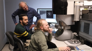 Howe, Aryana and Hoglund look at material structure imaged with microscope