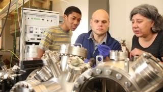 Professor Petra Reinke and students in Reinke's lab