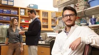 Beckman Scholar Ryan Clark in the Price Lab at UVA